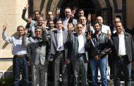 وفد من الهيئة الإعلامية لأنصار الله واتحاد الإعلاميين اليمنيين يهنئ السفير السوري بانتصار حلب.